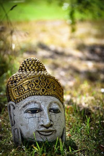 Buddha-Maske cracked, weiß gekälkt, gold, T 13 cm, B 20 cm, H 32 cm