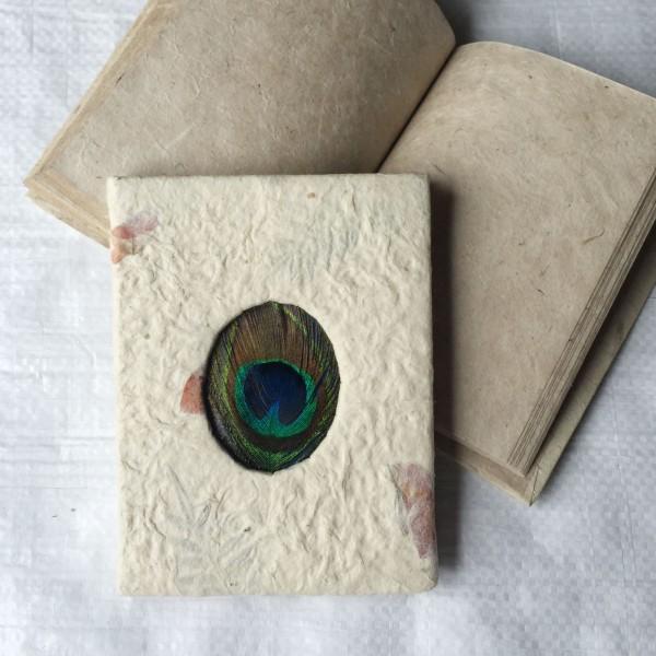 """Notizbuch """"Pfau"""" aus handgeschöpftem Papier, 40 Seiten, weiß, B 11 cm, H 15 cm"""