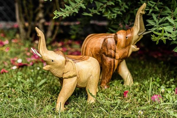 Elefant 'Kwai' stehend, brauntöne, T 20 cm, B 9 cm, H 24 cm