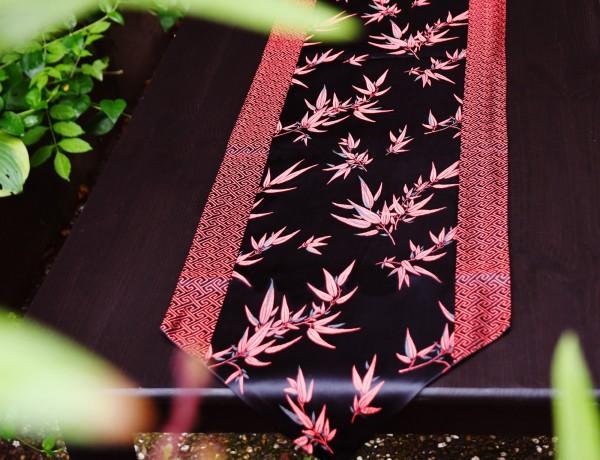 Tischläufer 'Blumendesign', schwarz/rot, L 200 cm, B 32 cm