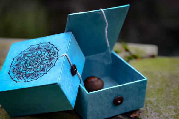 Lokta Box Mandala, blau, schwarz, T 11 cm, B 11 cm, H 5,5 cm