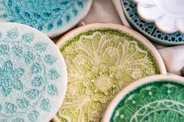 Steingutuntersetzer 'Blüte', grün, Ø 11 cm, H 1 cm
