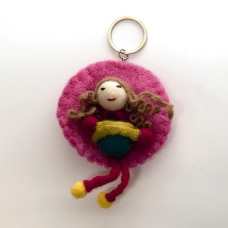 """Handgefilzter Schlüsselanhänger """"Puppe Maiya"""" aus Nepal, aus 100% Schafswolle"""