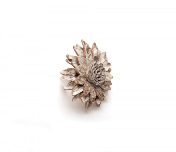 Ring Blume Leder, graubraun, T 4 cm, B 4 cm, H 2 cm