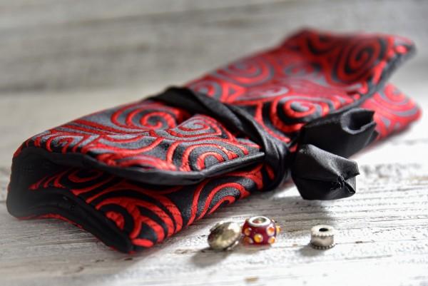 Schmucktäschchen faltbar, schwarz, rot, B 19 cm, H 9 cm