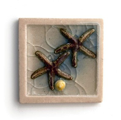 """Relieffliese """"Seesterne"""" mit handmodellierten Applikationen, weiß/blau, L 10 cm, B 10 cm"""