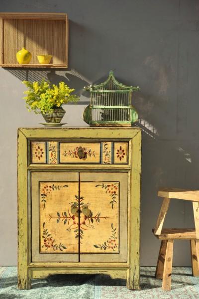 Kommode im chinesischen Stil, handbemalt, T 40 cm, B 65 cm, H 85 cm
