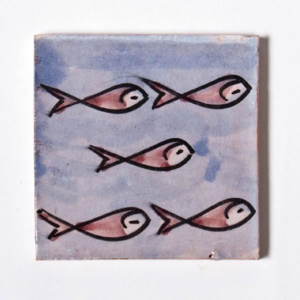handglasierte Kachel 'poissons rouge', blau/rot, L 10 cm, B 10 cm, H 1cm