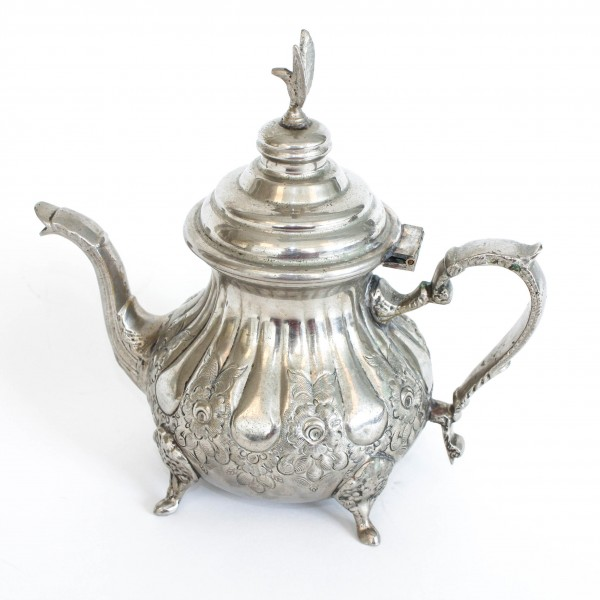 Alte Teekanne (groß) mit Füßen, silber, H 15 cm