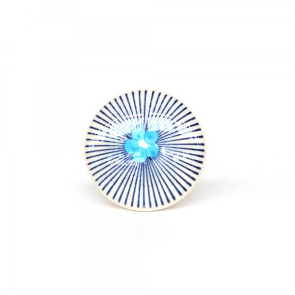 Knopf 'Punkte' mit Strahlen, weiß, blau, T 4 cm, B 4 cm, H 2,5 cm
