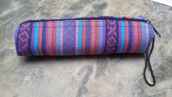 Stifteetui Nepalstyle 'Klemtu', lilatöne, T 21 cm, B 2 cm