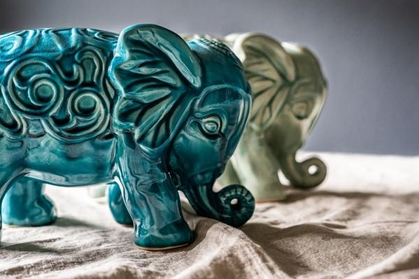 Keramik-Elefant stehend, blau, L 26 cm, H 18 cm