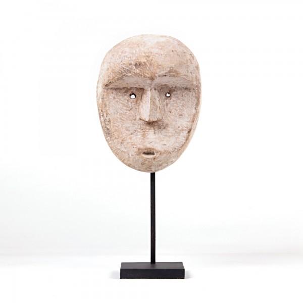 Timor Maske auf Ständer, weiß gekälkt, T 11 cm, B 20 cm, H 50 cm