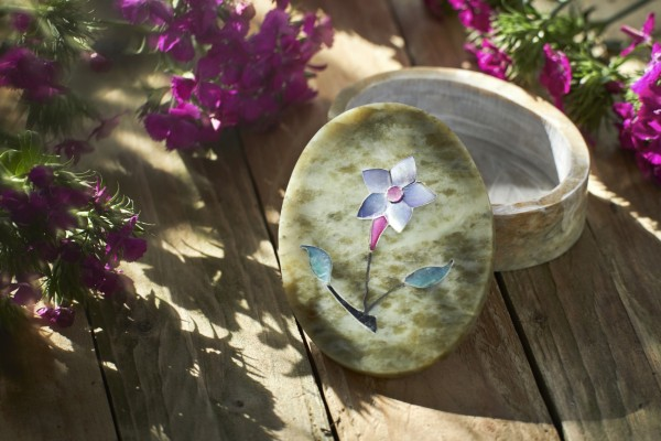Box Marmor oval 'Blume', T 8 cm, B 10 cm, H 3,2 cm