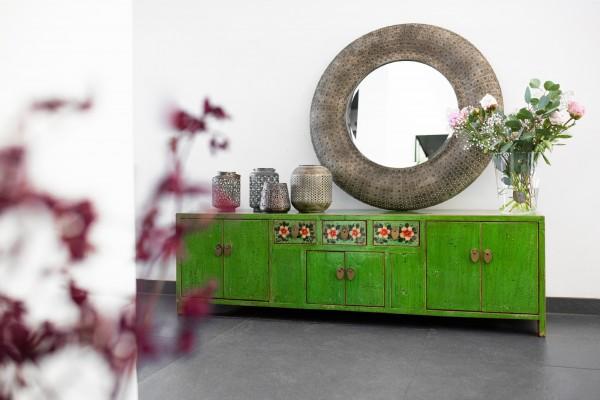 Grünes Sideboard im chinesischen Stil, aus Ulmenholz, T 40 cm, B 150 cm, H 45 cm