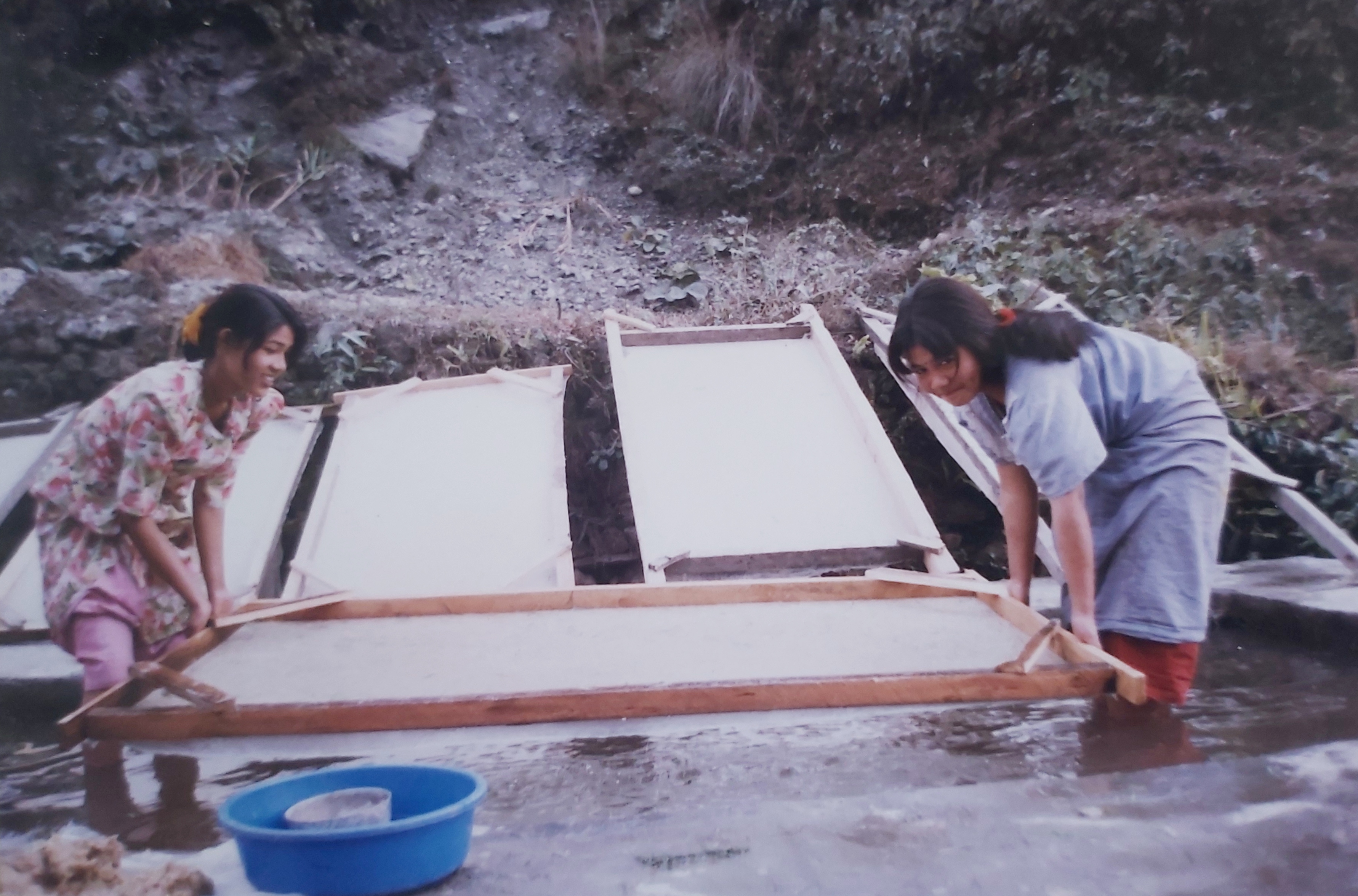 Nepal_picture-of-paper-making-6-1