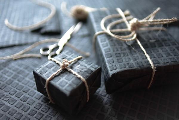 Geschenkpapier 'Netz', schwarz, T 76 cm, B 51 cm