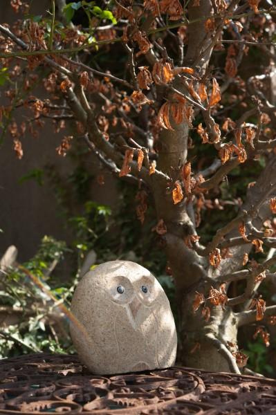 Steineulen-Skulptur aus Naturstein, H 40 cm