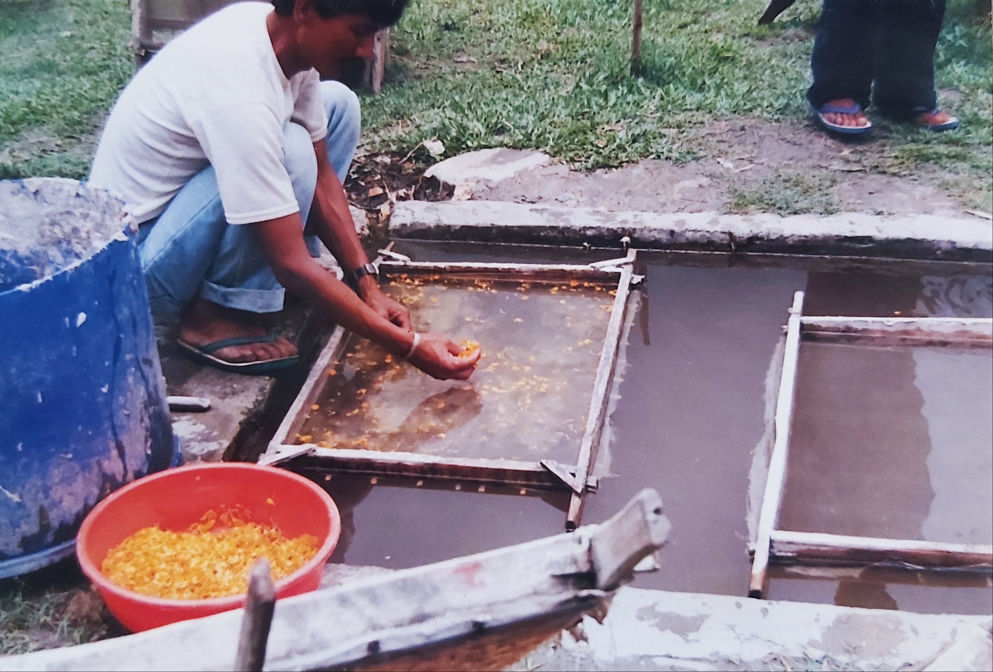 Nepal_picture-of-paper-making-5-1