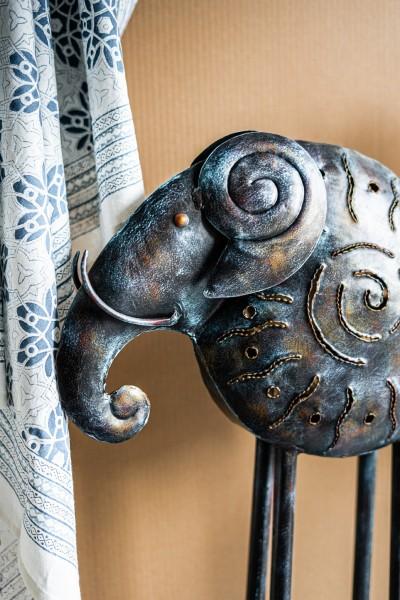 Teelichtskulptur Elefant auf Ständer, T 39 cm, B 15,5 cm, H 71 cm