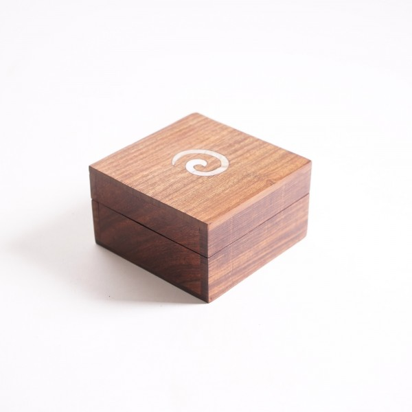 Holztruhe mit Messingintarsien, braun, L 10 cm, B 10 cm, H 6 cm