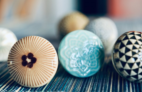 Keramik-Knauf 'Blumen', türkis, T 4 cm, B 4 cm, H 3,5 cm