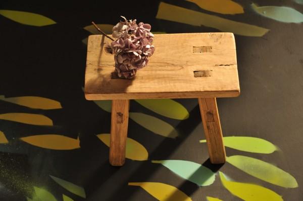Antiker Holzschemel, aus altem Holz, natur, L 12 cm, B 28 cm, H 21 cm