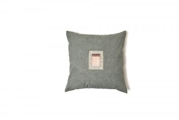 Kissenhülle aus Hanf (Applikation Seide alt), graugrün, T 45 cm, B 45 cm