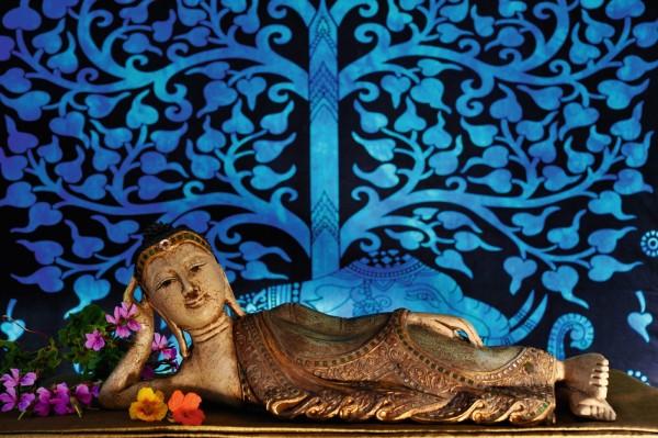 Buddha liegend, weiß, gold, grün, T 13 cm, B 68 cm, H 25 cm