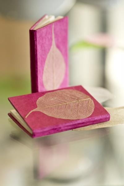Notizbuch mit Blatt, pink, T 7,5 cm, B 5,5 cm, H 1 cm