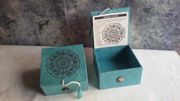 Lokta Box Mandala, blaugrün, schwarz, T 11 cm, B 11 cm, H 5,5 cm