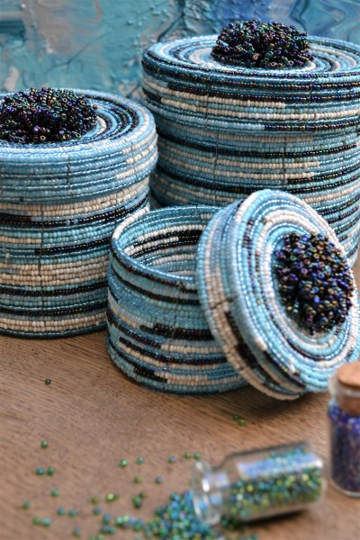 Deckelbehälter aus Glasperlen S, blau, T 8 cm, B 8 cm, H 8 cm