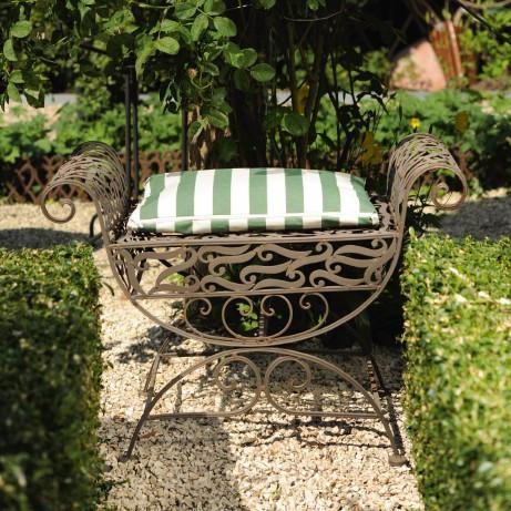 Hocker aus Schmiedeeisen, antik-braun, L 35 cm, B 70 cm, H 52 cm