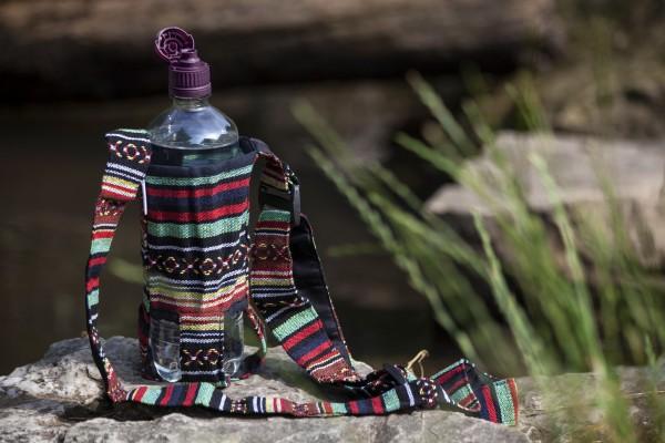 Flaschenhalter Nepalstyle, braun, rot, blau, Ø 8 cm, H 20 cm