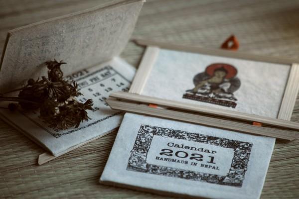 Buddha-Kalender, aus handgeschöpftem Lokta-Papier
