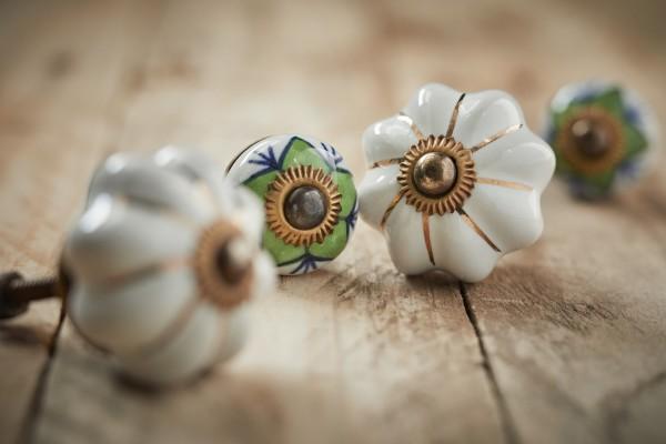 Keramik Möbelknopf 'Blume', handglasiert, weiß, Ø 3,5 cm